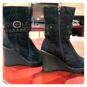 Never Worn Volatile boots size 7